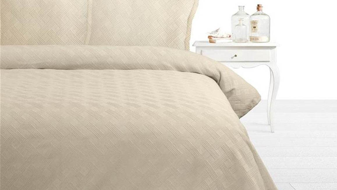 Fancy Embroidery Miriam bedsprei